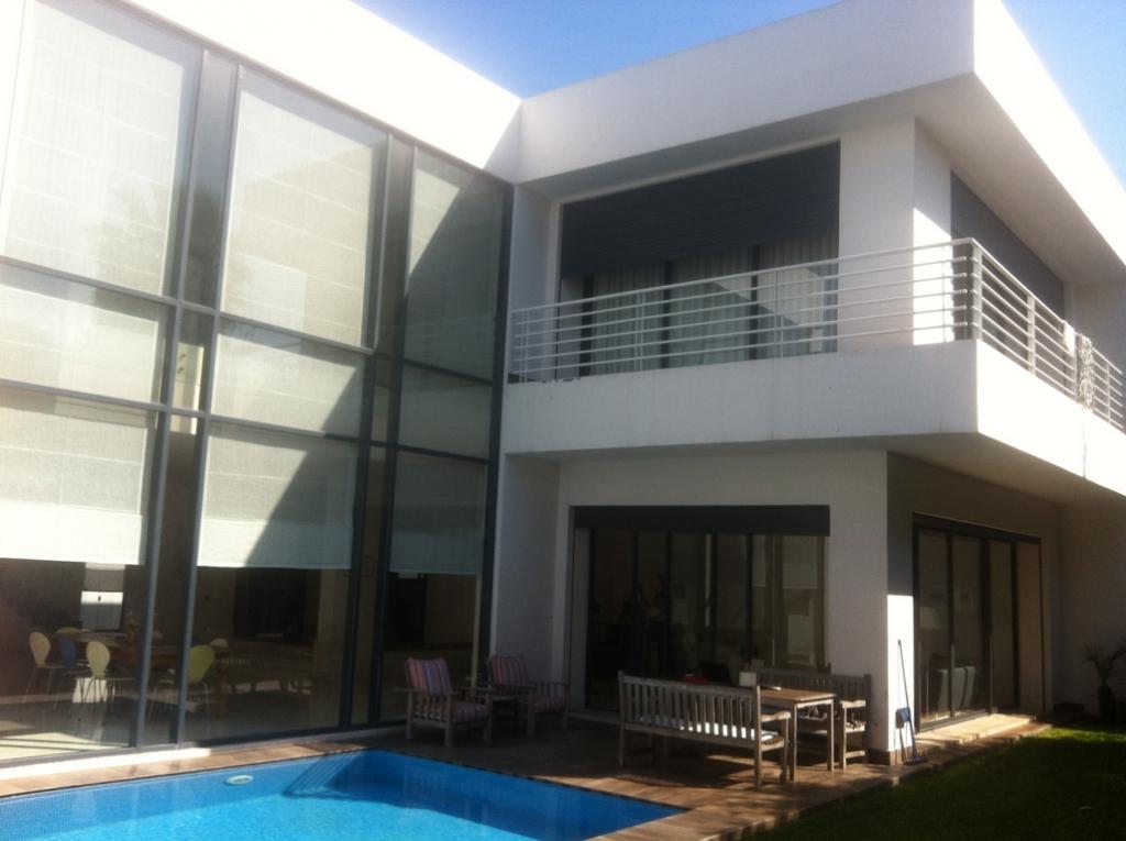 Location villa ultra moderne avec 4 ch et piscine au for Piscine quartier chine