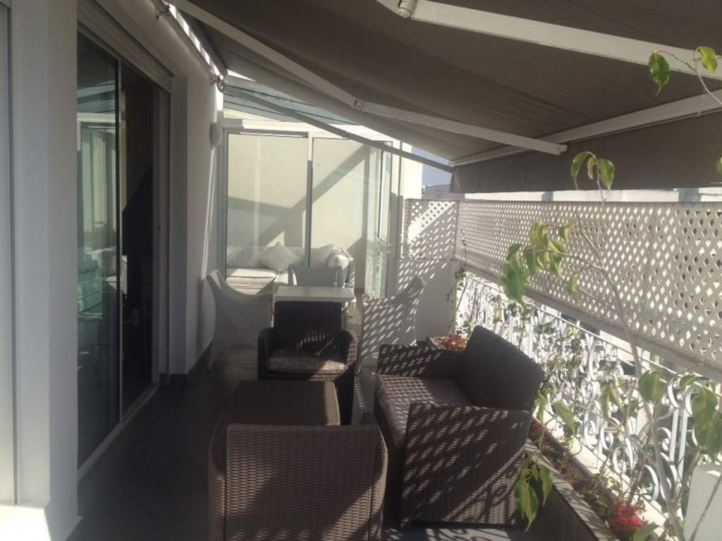 Appartement meubl terrasse quartier gauthier for Meuble terrasse