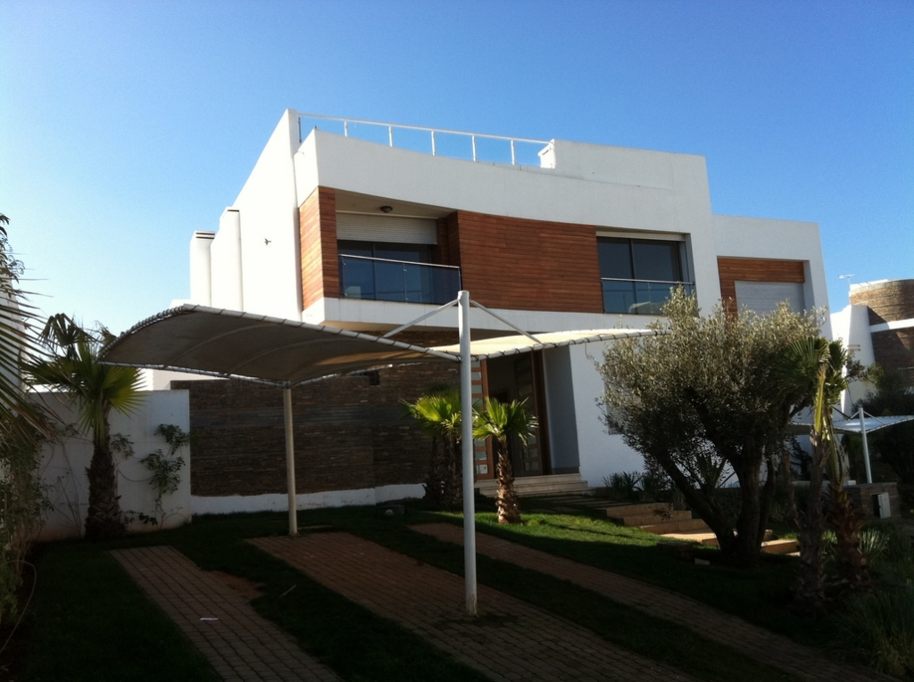 Villa moderne location ain diab casablanca for Construction villa casablanca
