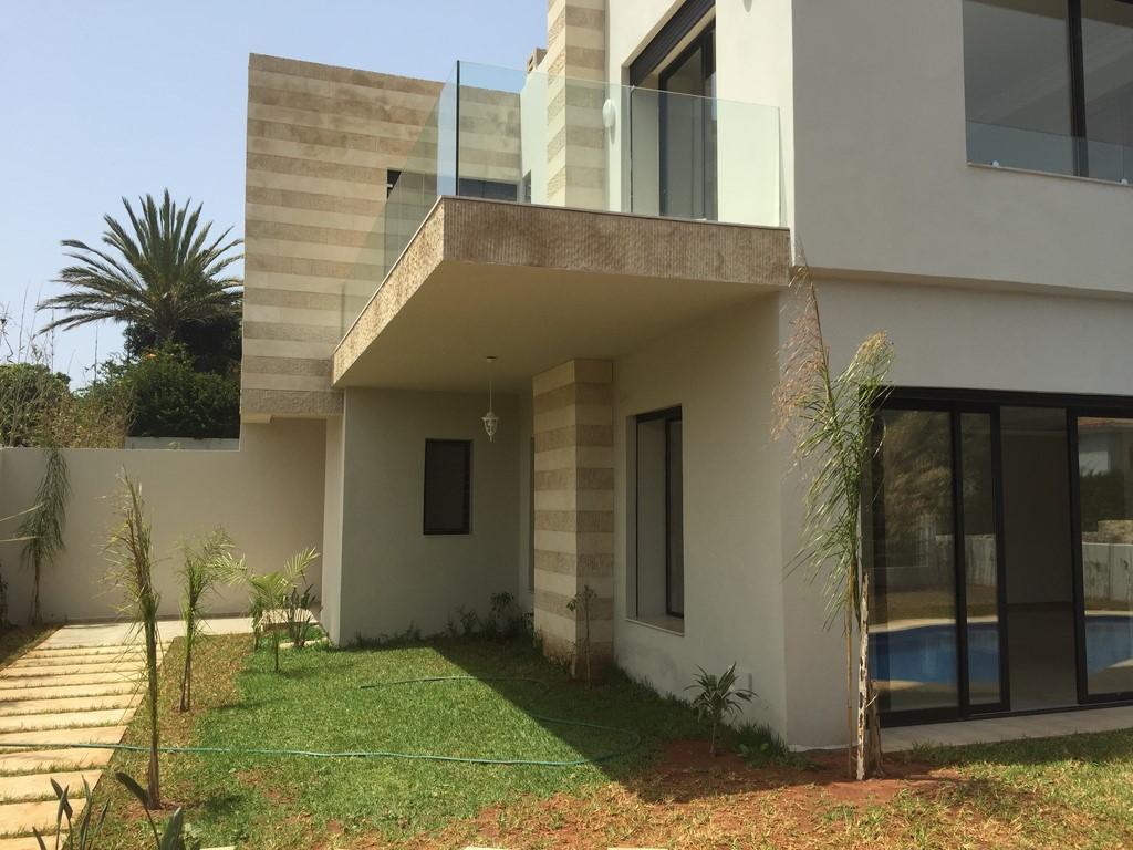 Villa moderne location anfa superieur casablanca for Petite villa moderne